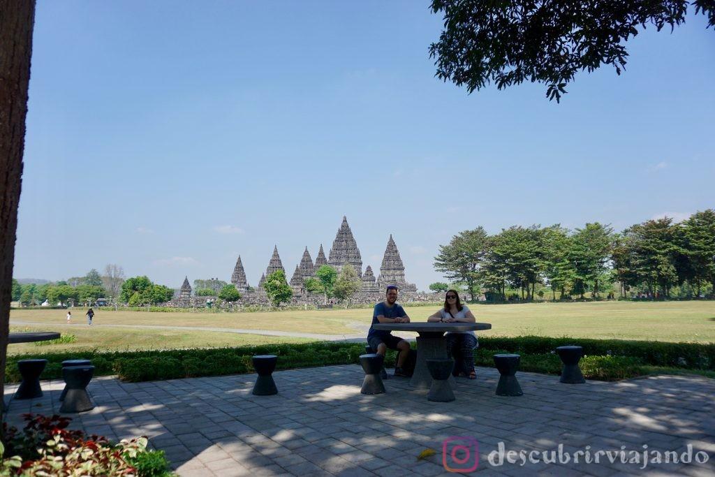 Desayunando en Prambanan