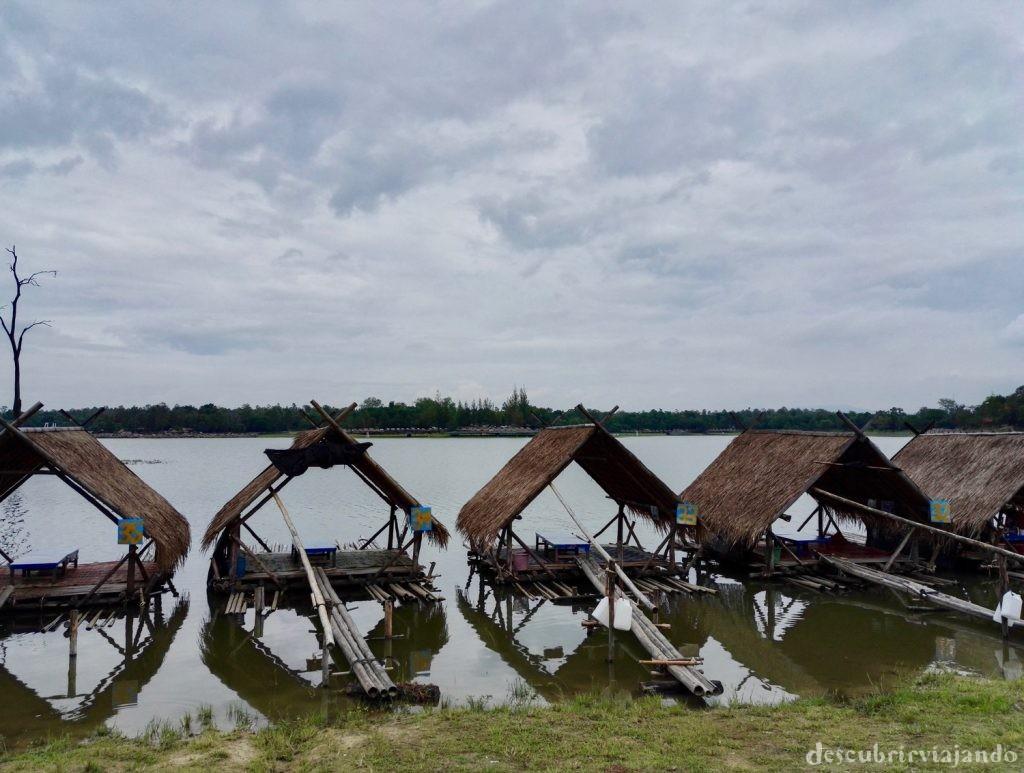 Cabañas-lago-chiang-mai