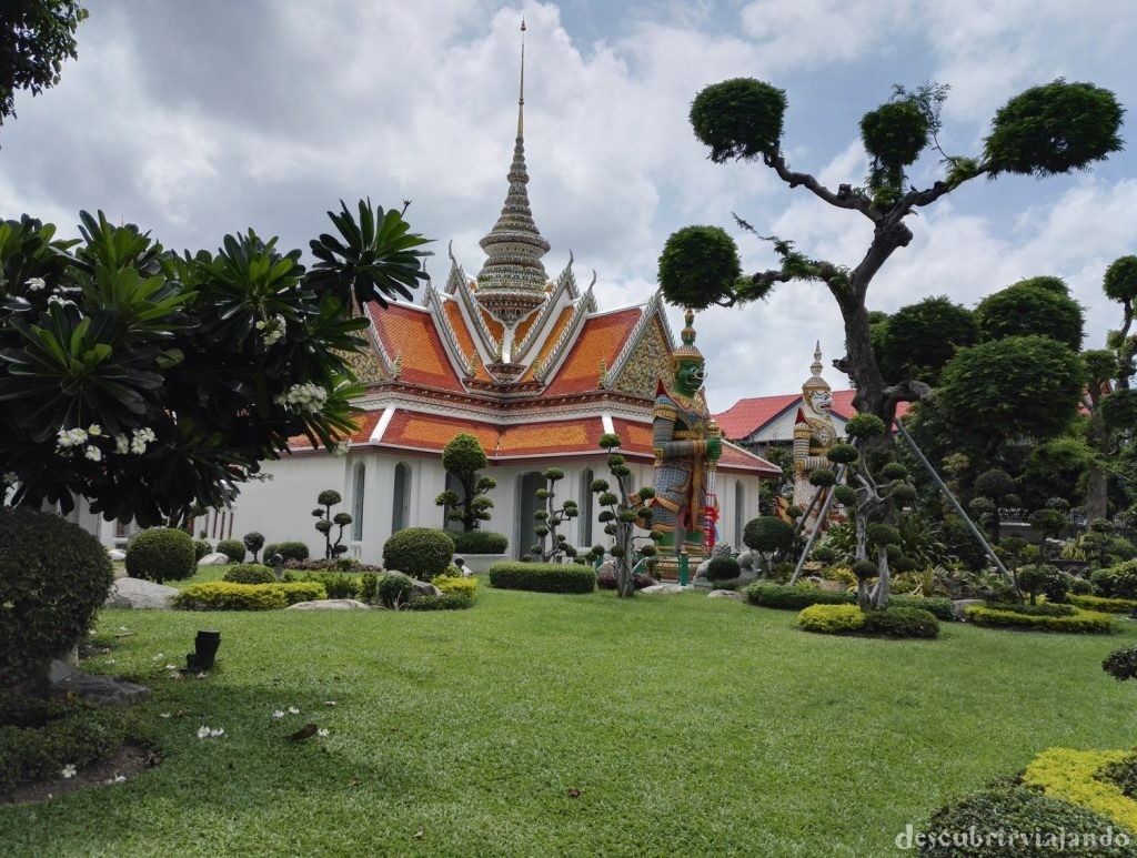 Alrededores-de-Wat-Arun