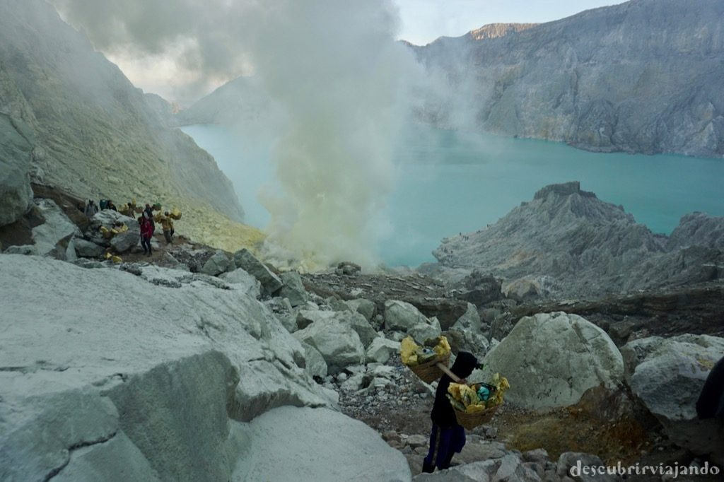 Subida crater Ijen