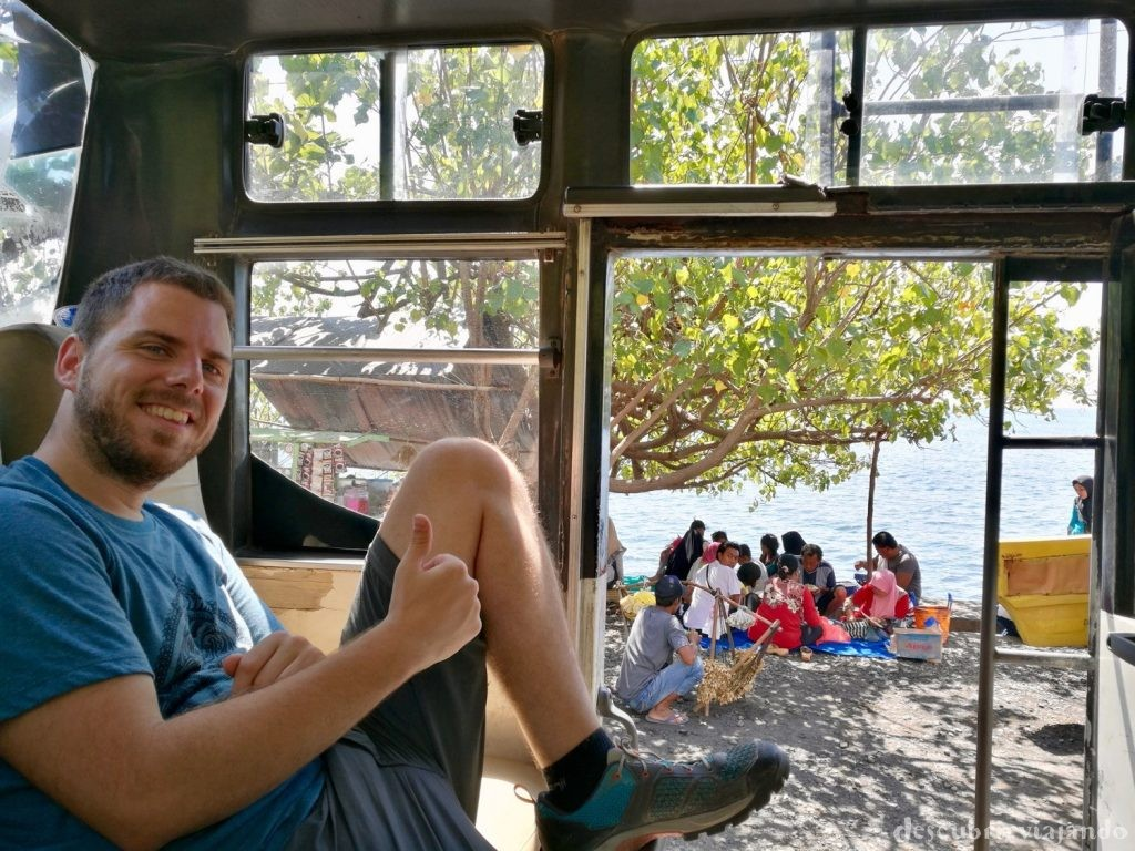 Autobús-a-Lovina-Bali