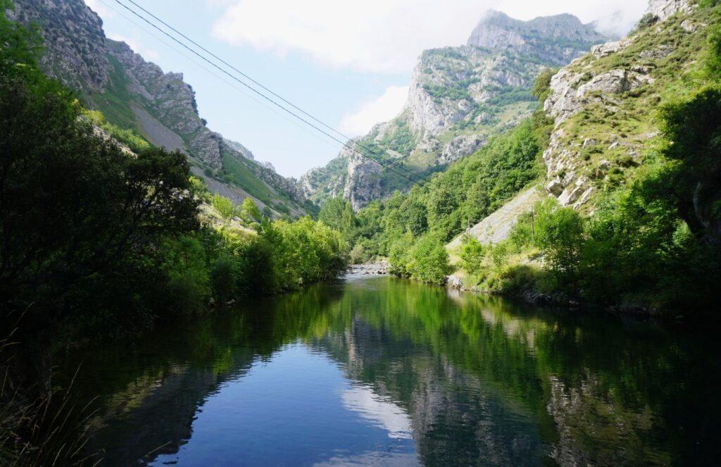 Lago-Ruta-del-Cares